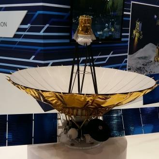 Und vier Nachbarn zeigen Rockett Science friedlich nebeneinander. Das hier ist ein russischer Satellit...