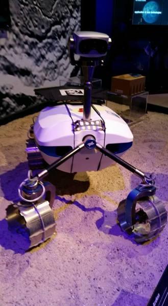 ... und ein freundlicher Marsroboterrover aus Deutschland.