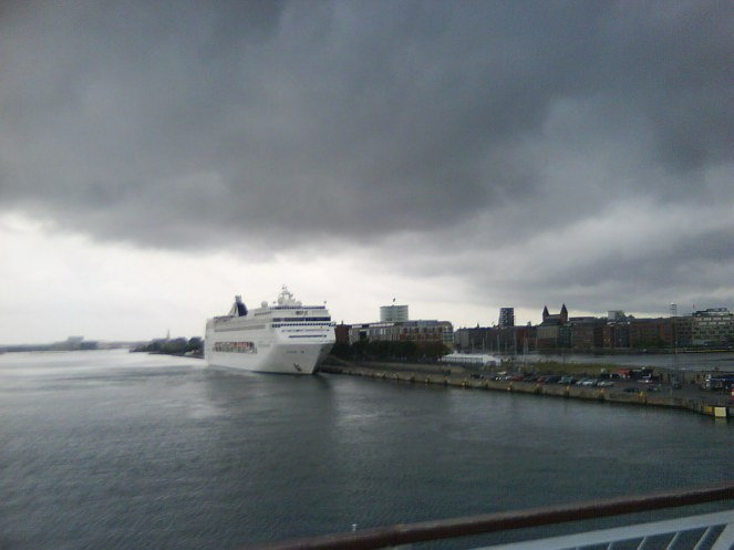 It started to rain when we reached København and as I remember it did not stop until three weeks later the ferry to Oslo was unboarded.
