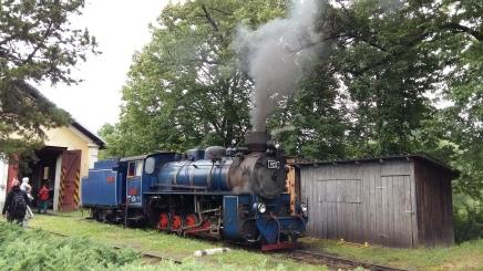 Nach dem Frühstück ist es nur ein kleiner Sprung für einen Ausflug nach Osoblaha, dem früheren Städtchen Hotzenplotz. Die Schmalspurdampflokomotive ist abfahrtsbereit. Tooooooooot..!!!!